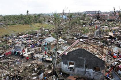 11-10-13_Typhoon_Haiyan_Hits_Philippines 3